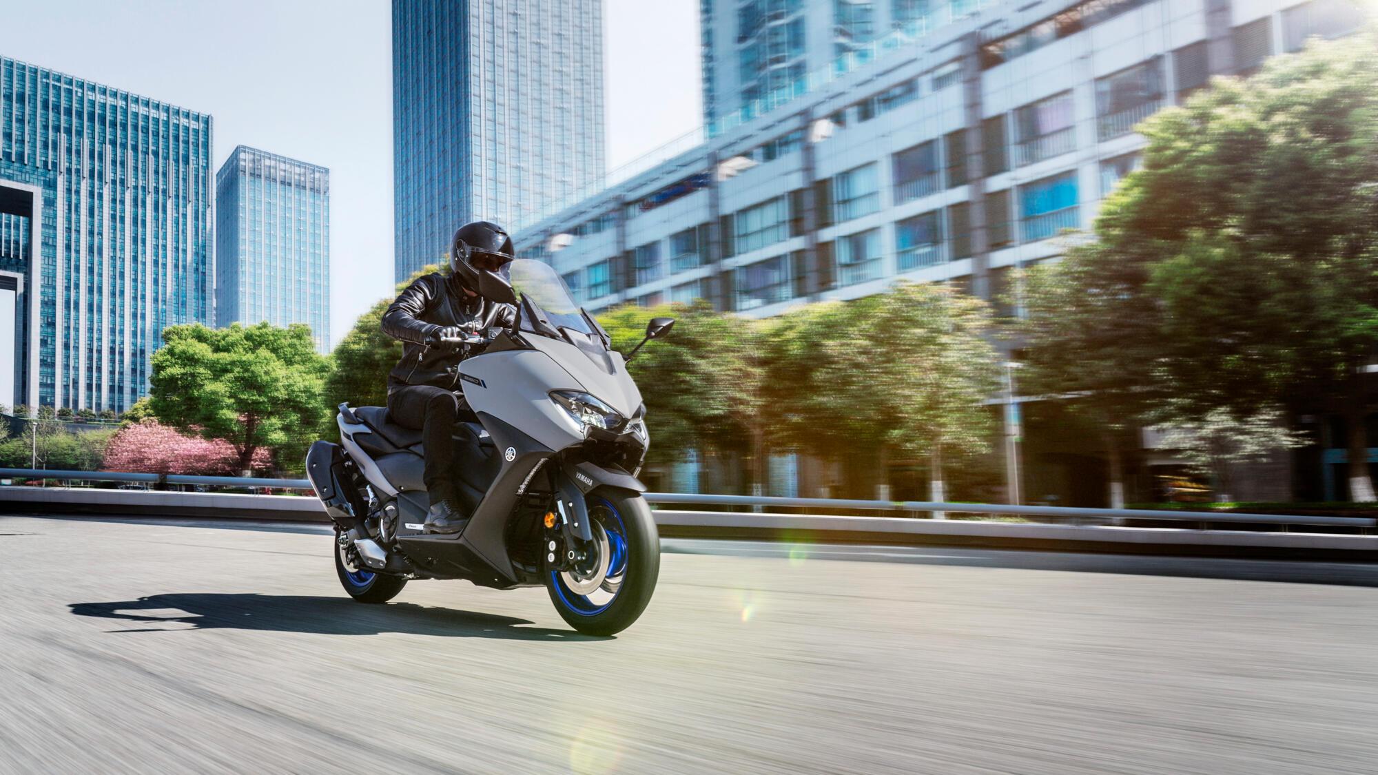 2020-Yamaha-XP500A-EU-Icon_Grey-Action-002-03