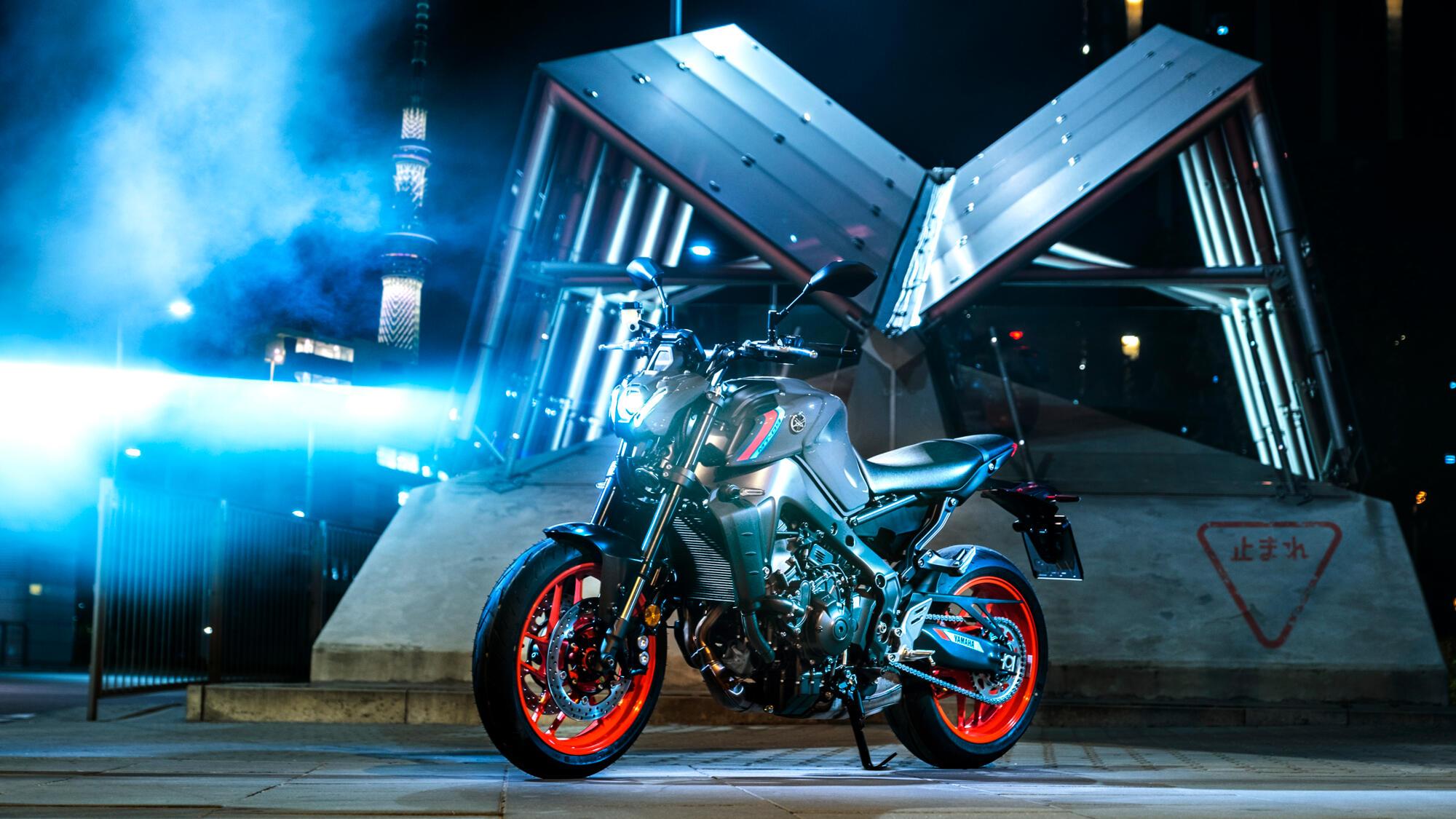 2021-Yamaha-MT09-EU-Storm_Fluo-Static-005-03