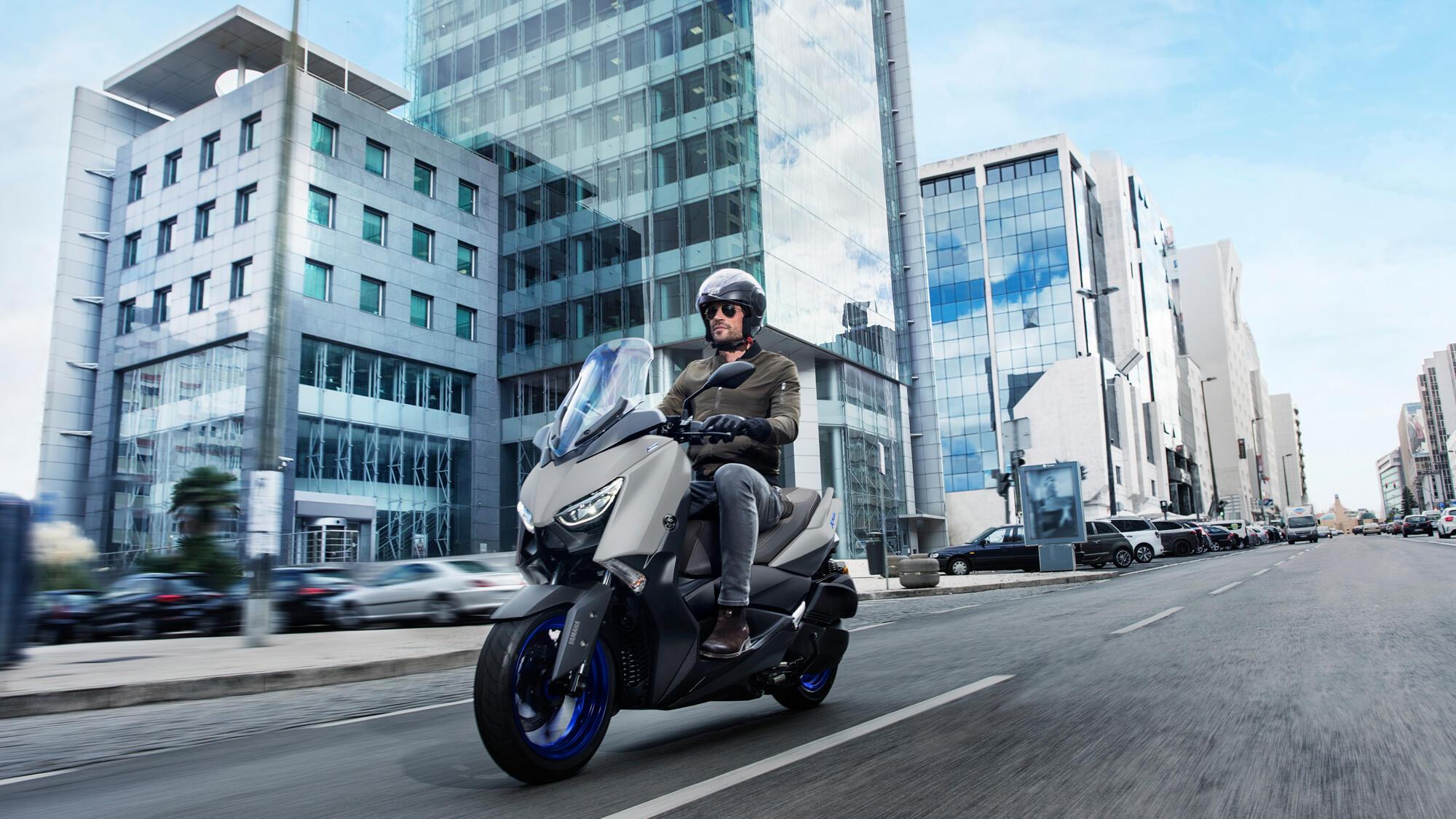 2021-Yamaha-XMAX300-EU-Icon_Grey-Action-002-03